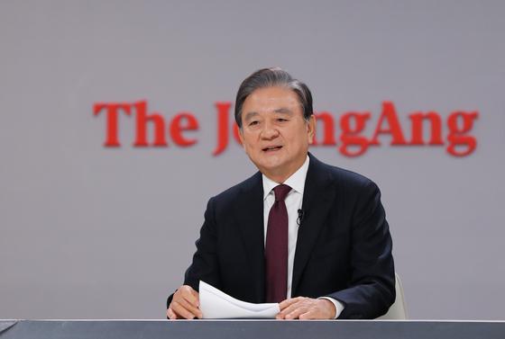 중앙일보-CSIS 포럼 2020이 15일 경기도 고양시 JTBC일산스튜디오에서 열렸다. 이날 홍석현 중앙홀딩스 회장 겸 한반도평화만들기 이사장이 개회사를 하고 있다. 김경록 기자