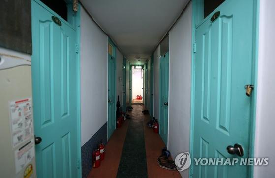 서울 시내 한 고시원 내부 모습의 모습. [연합뉴스]