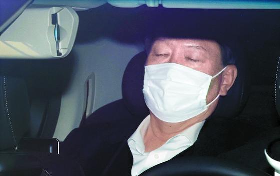 윤석열 검찰총장이 16일 오전 서울 서초구 대검찰청으로 출근하고 있다.[연합뉴스]
