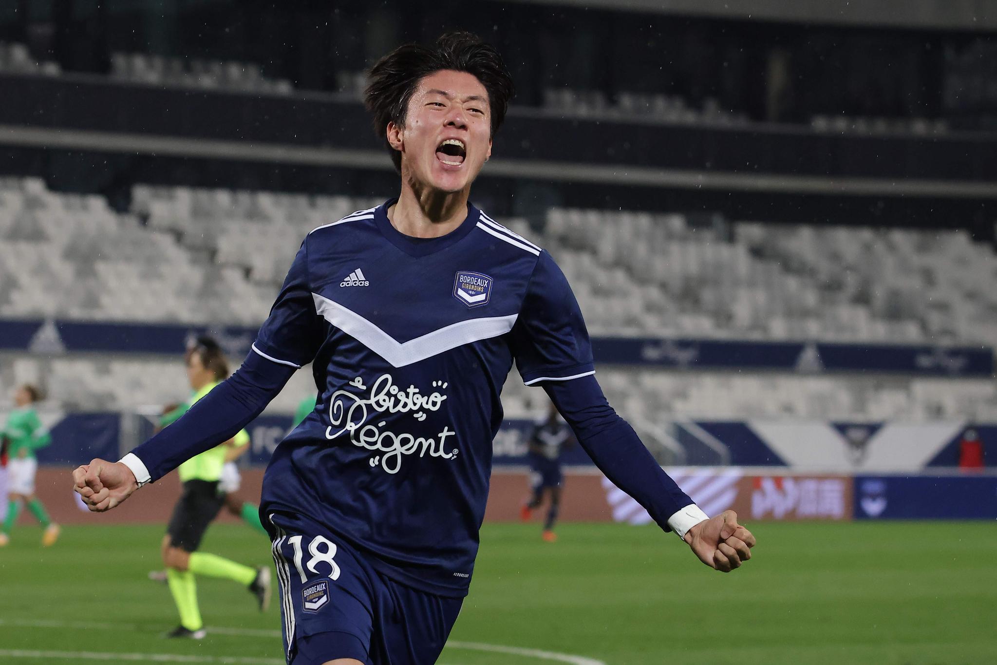 17일 생테티엔전에서 시즌 첫 골을 터트린 뒤 기뻐하는 보르도 황의조. [AFP=연합뉴스]