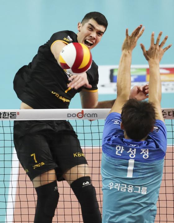 지난 시즌 KB손해보험에서 뛴 마테우스(왼쪽). [연합뉴스]