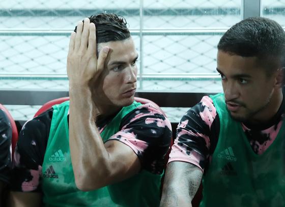 지난해 7월 서울 마포구 상암동 월드컵경기장에서 열린 팀K리그와 유벤투스의 친선경기에서 유벤투스 크리스티아누 호날두가 경기 시작을 기다리고 있다. 뉴시스