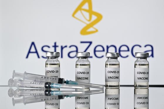 더 데일리 텔레그래프와 가디언은 28~29 일쯤 영국 정부가 옥스포드 대학 - 아스트라 제네카가 개발 한 코로나 19 백신을 승인 할 수 있다고 보도했다. 아스트라 제네카 백신이 승인되면 다음달 초 대규모 접종이 실시 될 것으로 예상된다. [AFP=연합뉴스]
