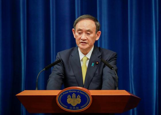 취임 3개월만에 지지율이 40%대로 떨어지며 위기를 맞은 스가 요시히데 일본 총리. [로이터=연합뉴스]