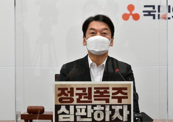 안철수 국민의당 대표가 21일 국회에서 열린 최고위원회의에 참석, 모두발언을 하고 있다. 중앙포토