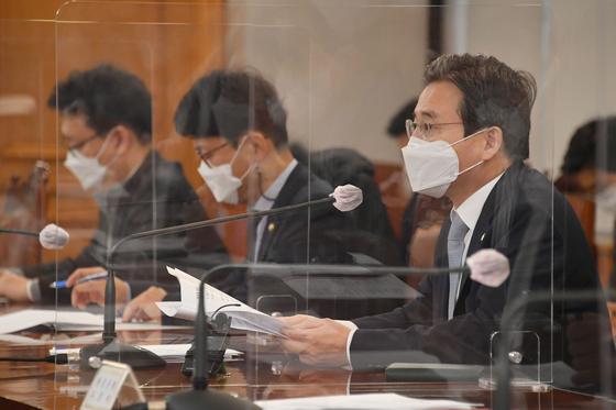 김용범 기획재정부 제1차관(오른쪽)이 22일 서울 중구 은행회관에서 거시경제금융회의를 주재하고 있다. 기획재정부 제공