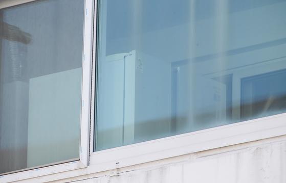 영아 시신이 방치된 것으로 추정되는 전남 여수시의 한 가정집 냉장고. 프리랜서 장정필