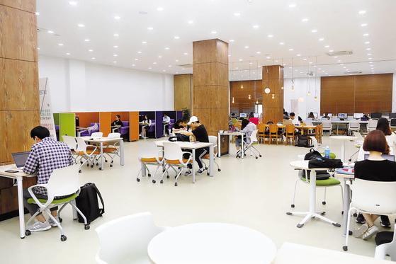 경기대는 특성화사업을 통해 융·복합 교육과정을 구축하고 유망 분야 인재 육성을 위한 특화형 교육을 도입함으로써 취업률을 높였다. [사진 경기대]