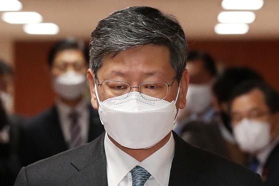 변호사 시절 택시기사를 폭행한 사건이 경찰에서 내사 종결 처분 돼 논란을 빚고 있는 이용구 법무부 차관이 22일 오전 서울 종로구 정부서울청사에서 열린 국무회의에 참석하고 있다 [중앙포토]