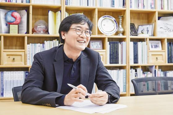 김우제 주임교수는 서울과기대 ITM 전공을 설계·도입한 주인공이다. 경영학 지식을 갖춘 IT 전문가 양성을 위해 융합 전공을 운영하던 영국의 노섬브리아대학교를 직접 찾아가 복수학위 프로그램 운영을 제안해 성사시켰다. 프리랜서 조인기