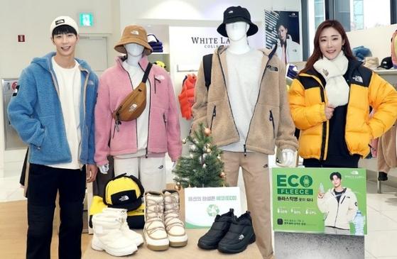 노스페이스는 서울 중구에 위치한 명동점에서 일상생활과 아웃도어 활동에서 폭넓게 활용할 수 있는 겨울 코디를 선보였다. 페트병 1080만개를 재활용한 '에코 플리스 컬렉션' 등 다양한 친환경 제품을 선보이며 지속가능한 패션을 이끌고 있다.