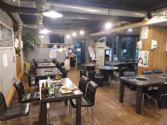 이혜원(60)씨가 운영하는 서울 마포구의 한 고깃집. 영업종료를 2시간 앞둔 23일 오후 7시쯤까지 매장을 방문한 손님은 총 3명이다. 정진호 기자