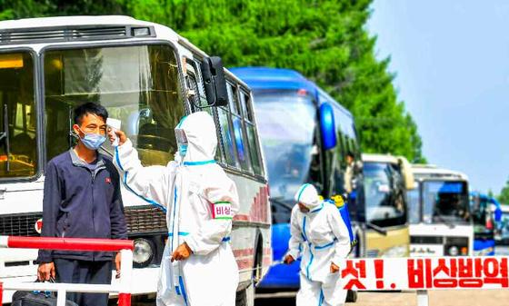 북한 노동당 기관지 노동신문이 8월 3일 신종 코로나바이러스 감염증(코로나19) 최대비상체제에 돌입한 천리마구역당위원회를 조명했다. [노동신문=뉴스1]