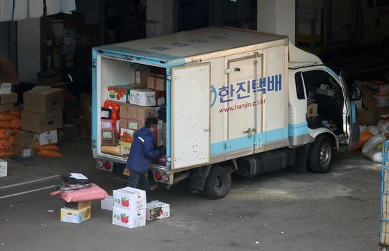서울의 한 택배 물류센터 자료사진. 사진은 기사 내용과 관련 없음. 연합뉴스