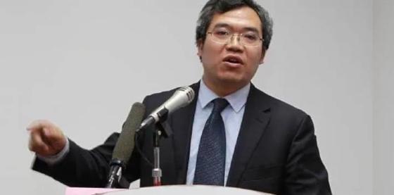 중국 공안(경찰)이 고문으로 자백을 받아내는 영상을 공개한 쩌우저(周澤) 변호사. [웨이보 캡쳐]
