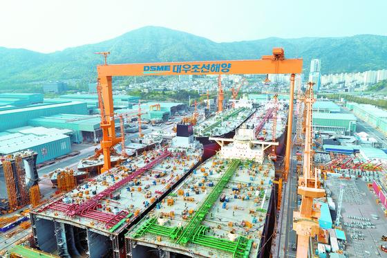 대우조선해양 거제조선소 1도크. 한국조선해양은 28일 중국 규제당국이 한국조선해양과 대우조선해양의 기업결합을 승인했다고 밝혔다. 사진 대우조선해양