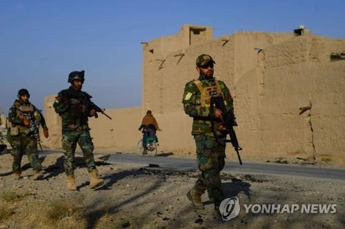 지난달 29일 아프가니스탄 동부 지역에서는 차량을 이용한 자살 폭탄테러가 두 차례 발생해 34명이 숨졌다. [AFP=연합뉴스]