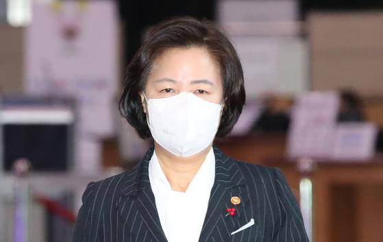 추미애 법무부 장관이 29일 오전 서울 종로구 정부서울청사에서 열린 국무회의에 참석하고 있다. 뉴스1