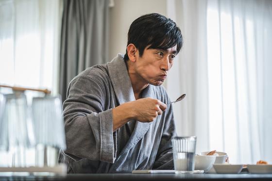 배우 차인표의 실제 이미지를 코믹하게 비튼 영화 '차인표'. 김동규 감독은 이 영화 이후 그의 새로운 '밈'이 유행하면 좋겠다고 밝혔다. [사진 넷플릭스]