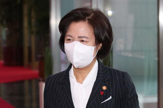추미애 법무부 장관이 29일 오전 서울 종로구 정부서울청사에서 열린 국무회의에 참석하고 있다. [뉴스1]