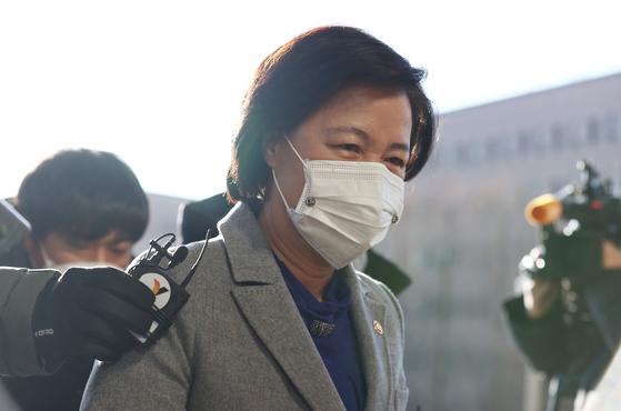 추미애 법무부 장관이 30일 오전 정부과천청사 법무부로 출근하고 있다. 연합뉴스