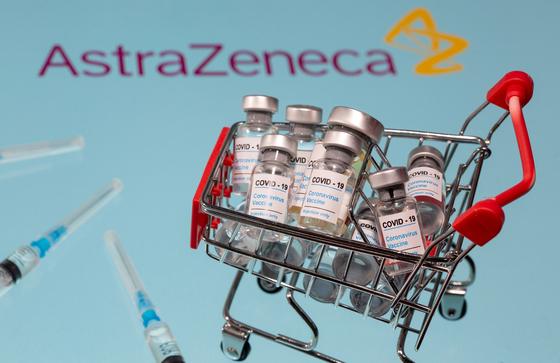 글로벌 제약사 아스타라제네카의 코로나19 백신의 일러스트.로이터=연합뉴스