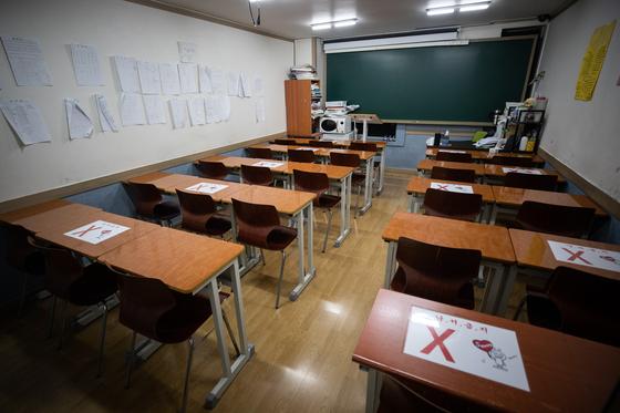 운영 중단 길어지자 학원가 법적대응…달래기 나선 교육부