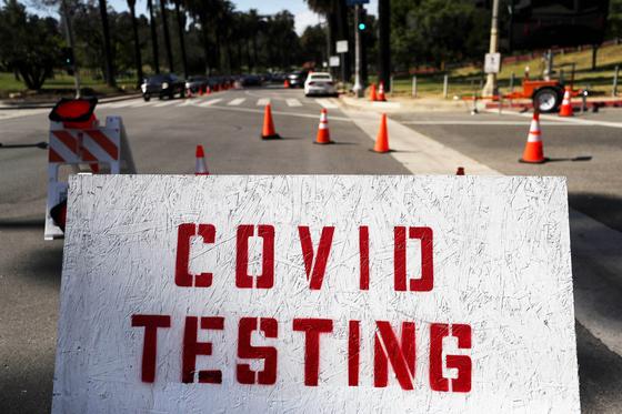 미국 캘리포니아주 로스앤젤레스(LA)에 마련된 코로나19 검사장. [AFP=연합뉴스]