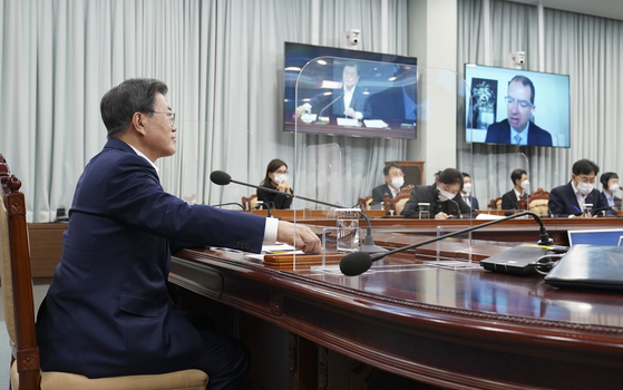 On the afternoon of the 28th, President Moon Jae-in is making a video call with Stefan Vansel Modena, Chief Executive Officer (CEO) in the video conference room of the Blue House Yeomin Hall.  2020.12.29 Yonhap News