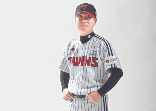 1994년부터 27년 동안 줄무늬 유니폼만 입어 온 류지현 LG 감독. [사진 LG 트윈스]