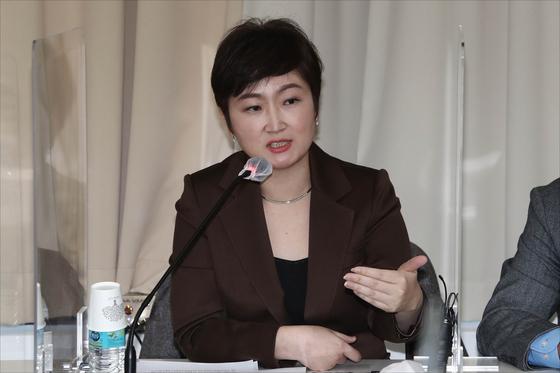 이언주 전 국민의힘 의원이 3일 오후 서울 마포구 마포현대빌딩에서 열린 '더 좋은 세상으로(마포포럼)' 정례 세미나에서 발언을 하고 있다. [국회사진기자단]