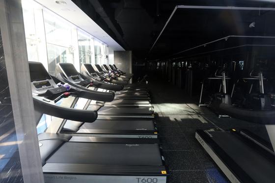 신종 코로나바이러스 감염증(코로나19) 방역조치에 따라 영업 중단한 서울 시내 한 헬스장. 뉴스1