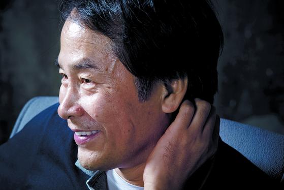 단편 소설 '마음의 부력'으로 제44회 이상문학상 대상에 선정된 이승우 작가. 사진은 2012년 모습이다. [중앙포토]
