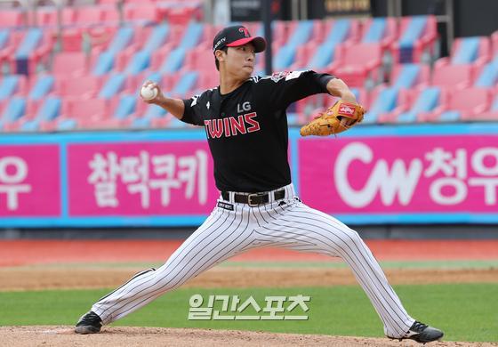 팔꿈치 수술 후 뜻깊은 1군 데뷔 시즌을 마친 LG 이정용. IS포토