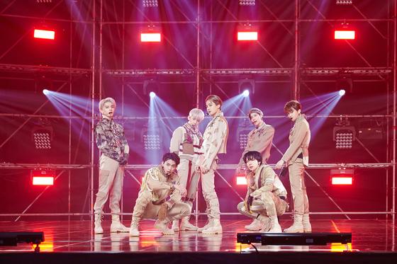 1일 온라인 콘서트 'SM타운 라이브 컬처 휴머니티'에서 공연한 슈퍼엠. [사진 SM엔터테인먼트]