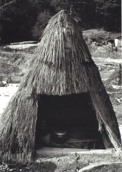 충청남도 아산시 송악면 평촌리의 김치광(1985). [사진 황헌만 / 『옹기』, 열화당(2006)]