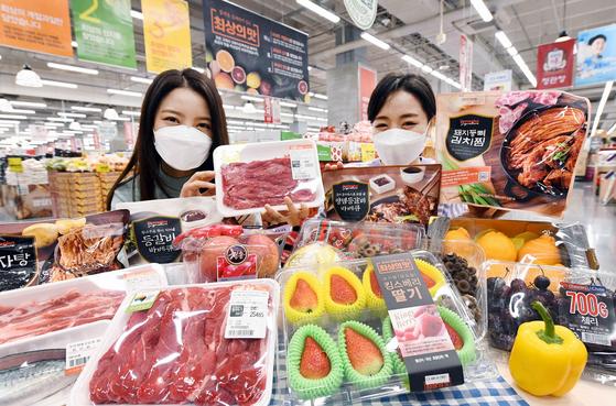 홈플러스가 새해 '최상의 맛' 캠페인의 일환으로 7일부터 13일까지 주요 신선 식재료를 저렴하게 선보이는 집밥 먹거리 기획전을 진행한다. [사진 홈플러스]
