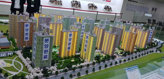 미분양 단지였던 월영 마린애시앙 부영이 최근 인기를 끌고 있다. 조망권이 좋은 아파트는 분양이 마감됐고, 일부 아파트는 프리미엄도 붙었다. [김원 기자]