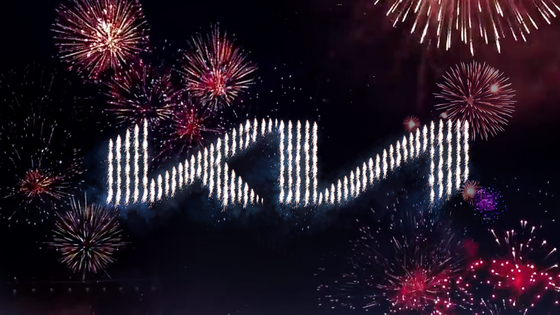 기아자동차는 6일 유튜브·페이스북 등 소셜미디어를 통해 '로고 언베일링 행사'를 열고, 새 회사 로고와 브랜드 슬로건을 공개했다. 사전 제작한 영상에선 총 303대의 드론이 하늘에서 불꽃을 내뿜으며 기아차의 새로운 로고를 알렸다. [사진 기아차]