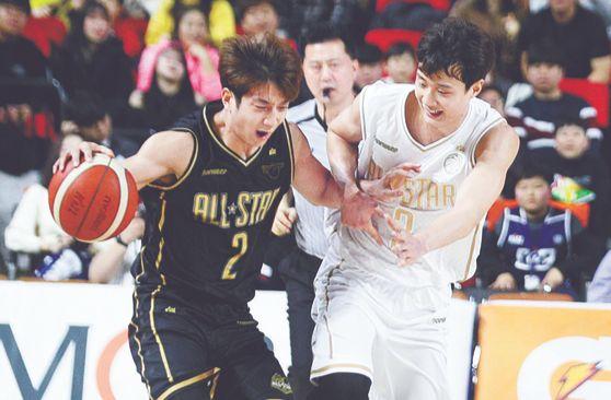 지난해 1월 열린 프로농구 올스타전에서 동생 허훈(왼쪽)을 수비하는 형 허웅. [뉴스1]