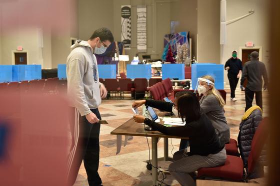 연방 상원의원 결선 투표가 열린 조지아주 애틀랜타의 한 투표소. [AFP=연합뉴스]