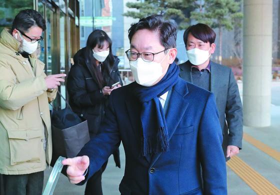 박범계 법무부 장관 후보자가 6일 서울고검 인사청문회 사무실로 출근하고 있다. [연합뉴스]