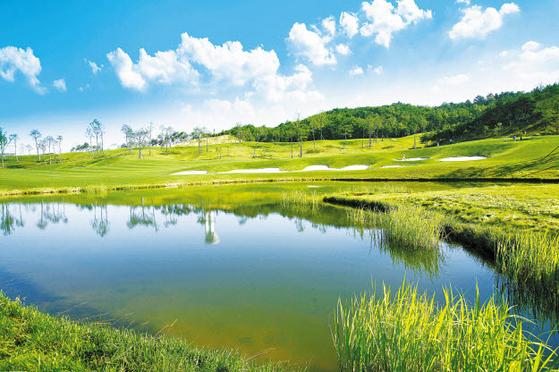 안달루시아 골프&타운하우스는 제주 명문 골프장을 무기명 4인 모두 월 4회 예약 보장 받을 수 있다.