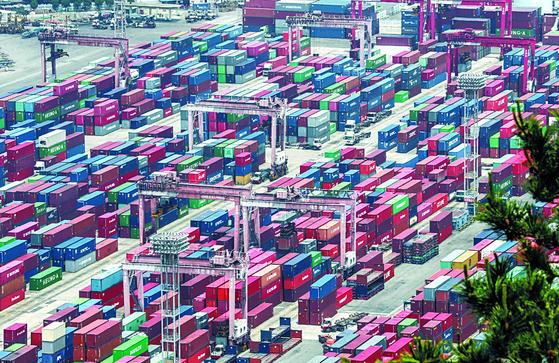 한국은행이 8일 공개한 '2020년 11월 국제수지(잠정)'에 따르면 지난해 11월 경상수지는 89억7000만 달러로, 전년 동월(59억7000만 달러)보다 30억달러 증가한 흑자를 기록했다. 7개월 연속 흑자행진이다. 연합뉴스