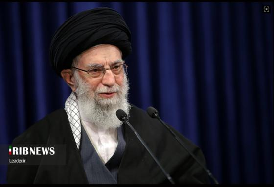 아야톨라 하메네이가 8일(현지시간) 이란 국영 방송 IRIB에 출연해 연설하고 있다. [IRIB 홈페이지 캡처]