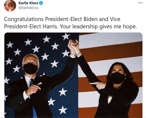 칼리 클로스가 7일 자신의 트위터에 조 바이든과 카멀라 해리스의 당선 확정을 축하하는 글을 올렸다. [칼리 클로스 트위터]