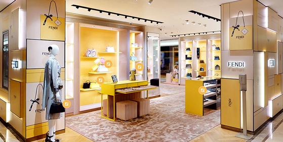 패스커가 만든 펜디 가상현실(VR) 매장. 실제 백화점 매장과 똑같이 꾸며 언제어디서나 스마트폰으로 접속해 구경할수 있도록 했다. 사진 펜디