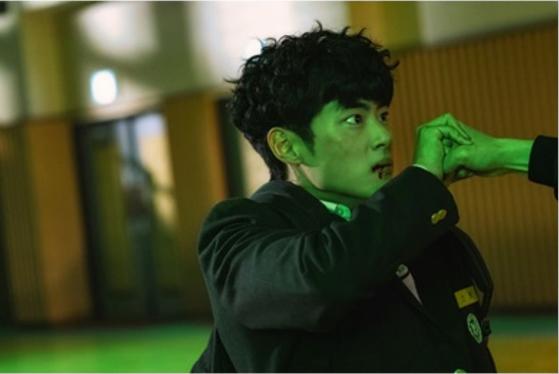 '경이로운 소문'에서 소문 역을 맡은 배우 조병규. 악귀 사냥꾼이 되면서 큰 힘이 생긴다. [사진 OCN]