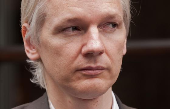 2010년 7월 영국 런던에서 폭로 사이트 위키리크스 설립자 줄리안 어산지가 기자회견을 하고 있다. [AFP=연합뉴스]