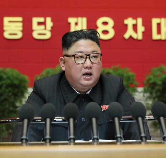 북한은 지난 5일 개막한 노동당 제8차 대회 4일 차 일정을 소화했다. 9일 노동당 기관지 노동신문은 지난 5일부터 7일까지 이뤄진 김정은 국무위원장의 당 중앙위원회 제7기 사업총화 보고 내용을 공개했다. 노동신문=뉴스1